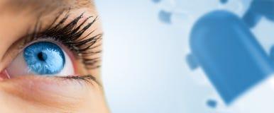 查寻在女性面孔的蓝眼睛的综合图象 库存图片