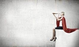 查寻的超级妇女 免版税库存照片