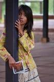 柬埔寨儿童明信片卖主 库存图片