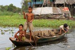 柬埔寨儿童kompong phluk 图库摄影