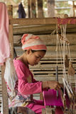 柬埔寨农村丝绸编织 图库摄影