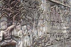 柬埔寨吴哥拜伦浅浮雕 显示一系列的浅浮雕的拜伦外面画廊描述历史事件和 库存图片