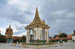 柬埔寨宫殿penh phnom皇家坟茔 免版税库存图片