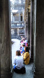 柬埔寨寺庙的游人 图库摄影
