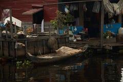 柬埔寨湖树汁tonle村庄水 库存图片
