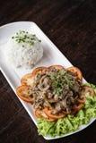 柬埔寨牛肉lok lak传统高棉食物 免版税库存图片