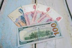 柬埔寨瑞尔和美国美元usd 库存图片