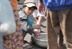 柬埔寨的食品批发市场亚洲女孩 库存照片