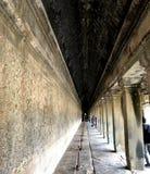 柬埔寨,暹粒市,吴哥窟寺庙有隧道视图 免版税图库摄影