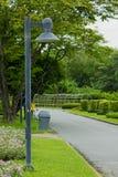 柱子光在公园 免版税库存图片