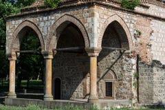 柱子和曲拱在巴厘岛土侯老无背长椅清真寺文化纪念碑 图库摄影