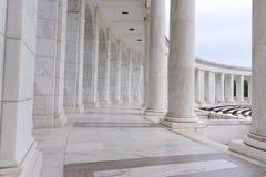 柱子和曲拱走廊 库存照片