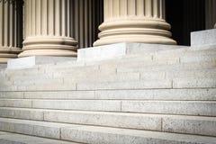柱子和步 免版税库存照片