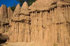 柱子土壤山与蓝天的 免版税库存照片