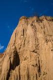 柱子土壤山与蓝天,泰国的 免版税库存照片
