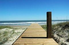 柱子海滩存取 免版税库存照片