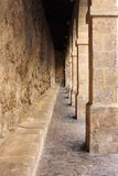 柱廊在Ibiza城镇 免版税图库摄影