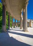 柱廊从18世纪在波茨坦公园Sanssouci 免版税库存照片