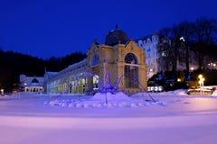 柱廊和唱歌喷泉- Marianske Lazne -捷克 库存照片