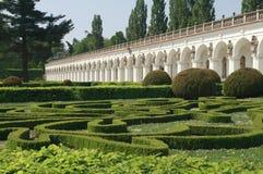 柱廊在花卉庭院Kromeriz里 免版税库存图片