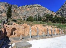 柱廊废墟在古老特尔斐 库存照片