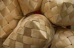 柳条秸杆颜色篮子的抽象背景片段  图库摄影