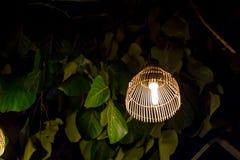 从柳条竹子的灯 免版税库存图片