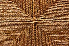 柳条箱子关闭被编织的藤条纹理自然抽象背景  免版税库存图片
