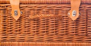 柳条野餐篮子III 库存照片