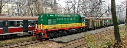 柴油疯子TEM-2由PTK SA扎布热Holdind经营在切申路轨终端在波兰 库存照片