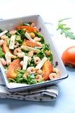 柿子和大虾沙拉 库存照片