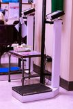 标度和高度测量在医院区域 免版税库存图片