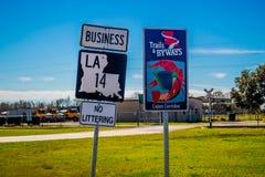 标志和标志杆在阿比维尔,路易斯安那 库存图片