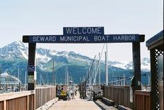 标志对Seward小船港口阿拉斯加的标号入口 库存图片