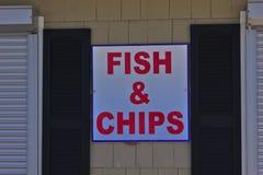 标志炸鱼加炸土豆片 免版税图库摄影
