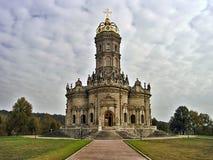 标志的巴洛克式的样式教会在Dubrovitsy 免版税图库摄影