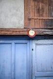标志私有用法语在木门 免版税库存照片