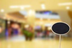 黑标志,在被弄脏的照片商城中心和人bac 免版税图库摄影