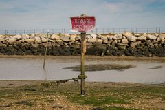 标志:当心软的泥 免版税库存照片