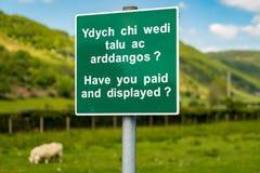 标志:有您被支付的和被显示的威尔士&英语 图库摄影