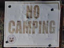 标志:没有退色野营 免版税库存图片
