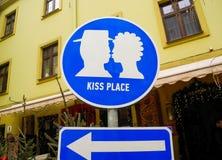 标志`亲吻地方` 库存图片