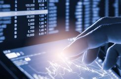 标注在LED的股市财政显示分析图表  免版税图库摄影