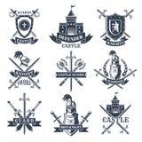 标签或徽章设置了与中世纪骑士、盔甲和剑的图片 库存例证