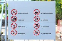 标签禁止章程与不做活动在公园 免版税库存图片