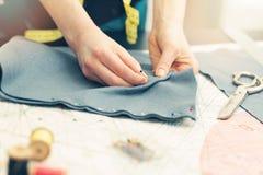 标记与缝合的别针的裁缝织品 图库摄影