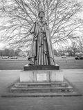 标记优秀大学毕业生的女王/王后雕象Carta在Runnymede 免版税库存图片
