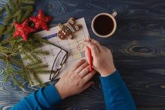 标记圣诞节的,与欢乐的12月25日日期日历, 免版税库存图片