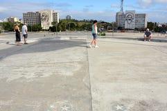 标记斑点wihere菲德尔・卡斯特罗站立对人群演讲的星 免版税图库摄影