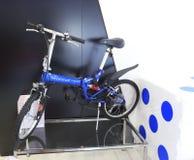 标致汽车自行车 库存图片